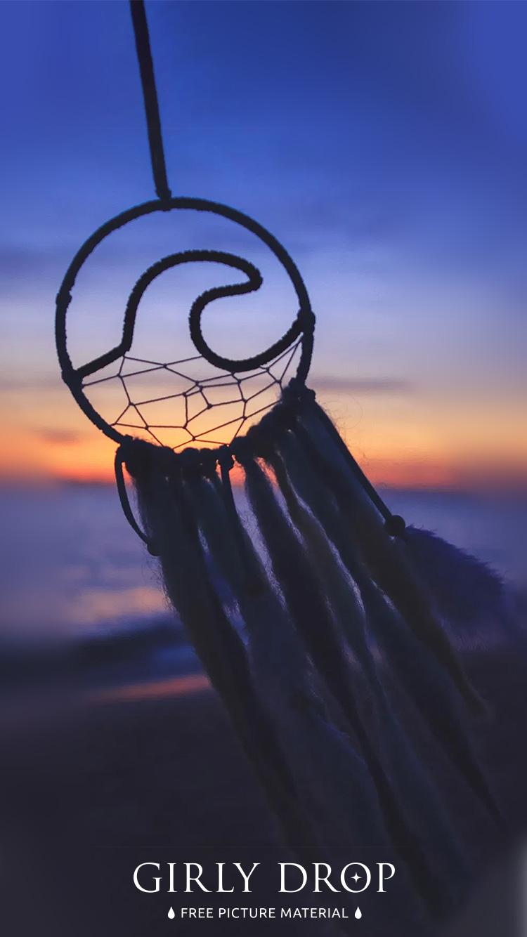 おしゃれなiphone壁紙 夕暮れ時の涼しい風に揺られるドリームキャッチャーのiphone スマホ 壁紙 おしゃれなフリー写真素材 Girly Drop