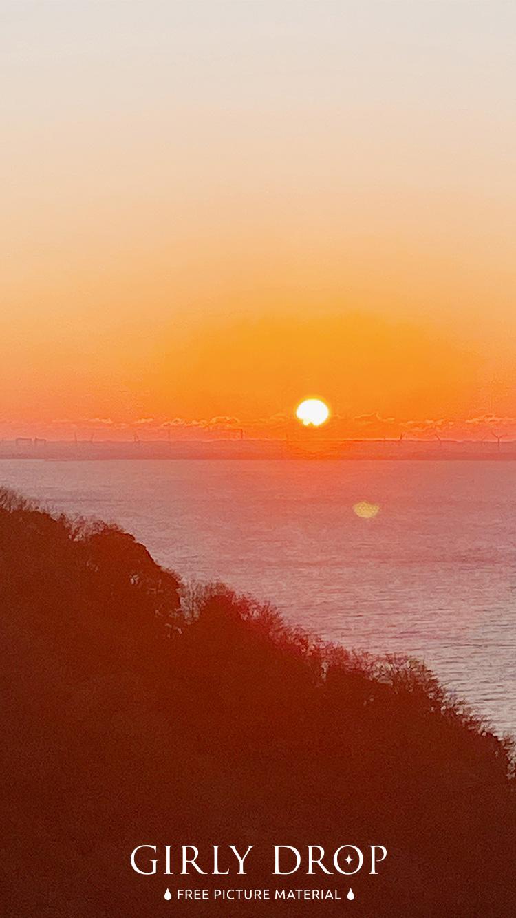 おしゃれなiphone壁紙 フローレス島 ラブアンバジョの町から見た夕日のiphone スマホ 壁紙 おしゃれなフリー写真素材 Girly Drop