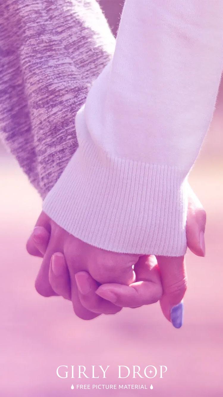 おしゃれなiphone壁紙 公園で仲良く手をつなぐ付き合いたてのカップル ゆめかわグラデーション のiphone スマホ 壁紙 おしゃれなフリー写真素材 Girly Drop